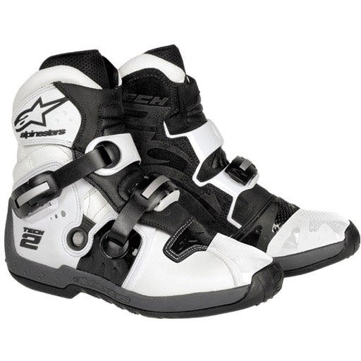 TECH 2 ブーツ